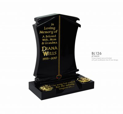 BELLE LAPIDI - Shaped memorial with gold chain & heart