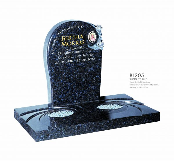 BELLE LAPIDI - Round top memorial with carved roses & plaque - BL205