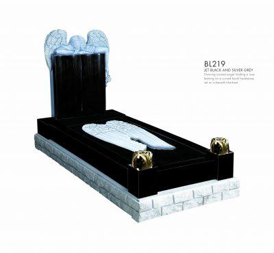 BELLE LAPIDI - Carved angel with rose kerb set memorial - BL219